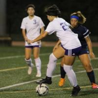 Sunshine breaks through to guide Pearl City over Moanalua 1-0 (1/19/2017)