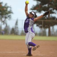 Peanut Butter Kaaialii pitches Pearl City past Leilehua 8-4 (4/26/2014)