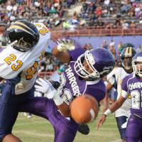 Pearl City wins battle of the undefeated with 13-8 win over Waipahu (10/1/11)