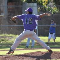 Pearl City moves to 3-0 with win over Leillehua (3/12/11)