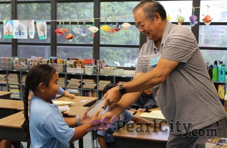 earl City Elementary, St. Elizabeth School receive free dictionaries from Pearlr