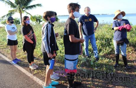 Rotary Club of Pearlridge and Our Savior Lutheran Interact Club students lend a