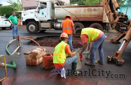 BWS crews on the scene of 8-inch water main break in Pearl City