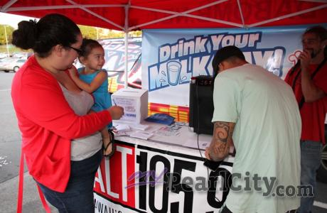 "PCSC shoppers participate in Hawaii's ""Drink Your Milk"" Campaign"