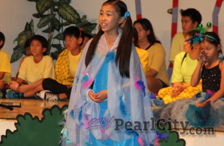 Momilani Elementary School Grade 6 performs to Dr. Seuss