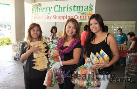 Pearl City Shopping Center owner gifts merchants with Punaluu Sweetbread and Mac