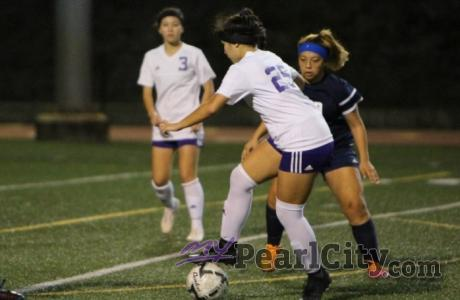 Sunshine breaks through to guide Pearl City over Moanalua 1-0