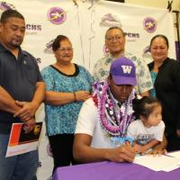 ZION signs on the WASHINGTON HUSKIES dotted LINE! (12/20/2017)